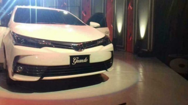 toyota-corolla-altis-grande-2017-launched-feature