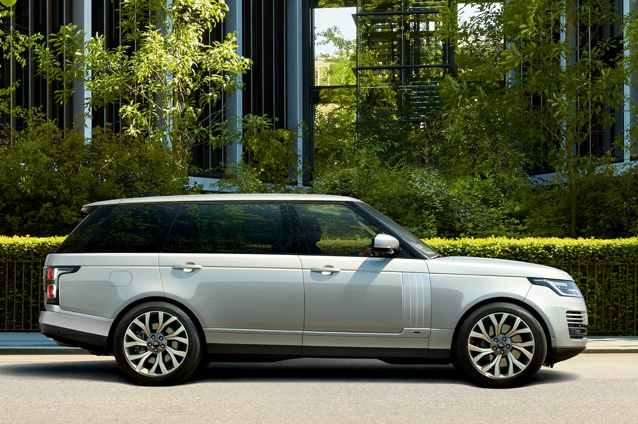 Jaguar Land Rover announces hybrid 2019 Range Rover P400e