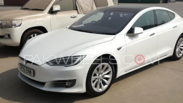 tesla-model-s-in-pakistan-feature