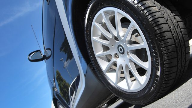 clean-car-tyre
