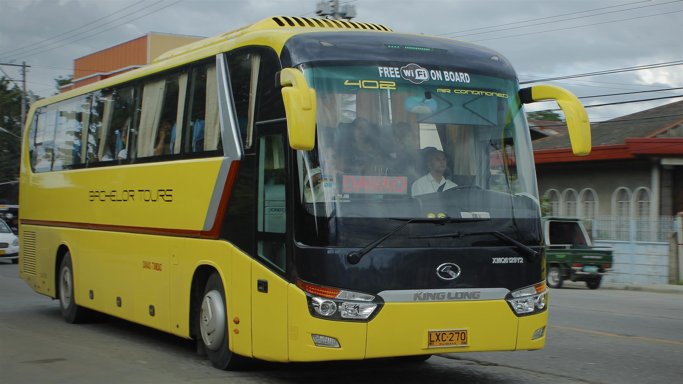 karachi yellow line