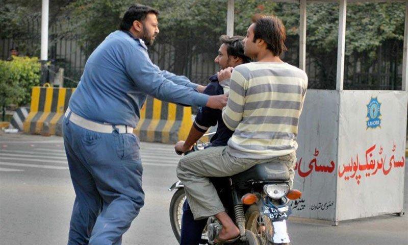 karachi-police-accident