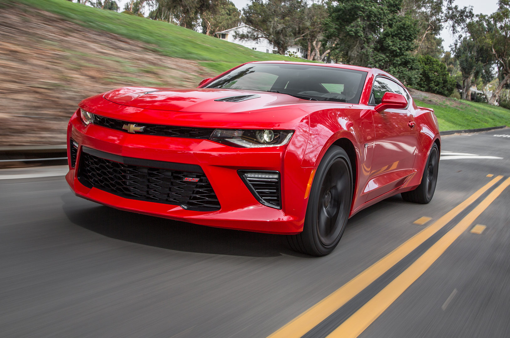 2016-chevrolet-camaro-ss-front-three-quarter-in-motion-e1499463315575