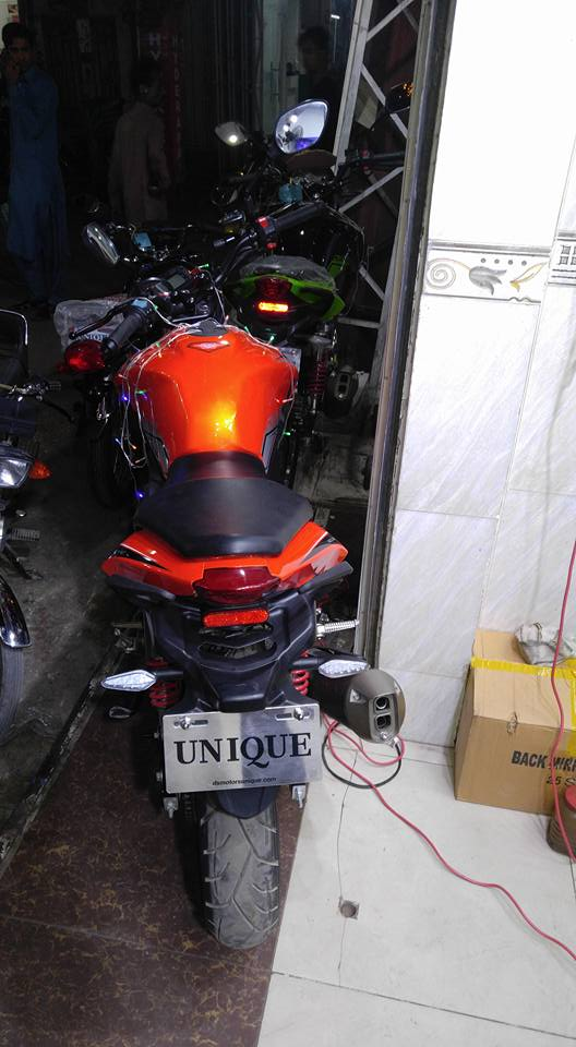 unique-crazer-150cc-bike-in-pakistan-4