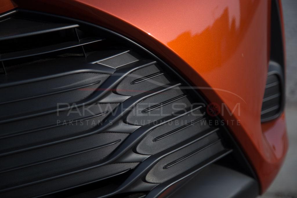 2017-toyota-vitz-hybrid-pakwheels-11