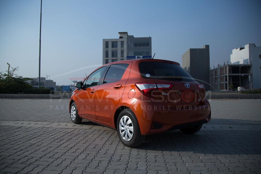 2017-toyota-vitz-hybrid-pakwheels-18
