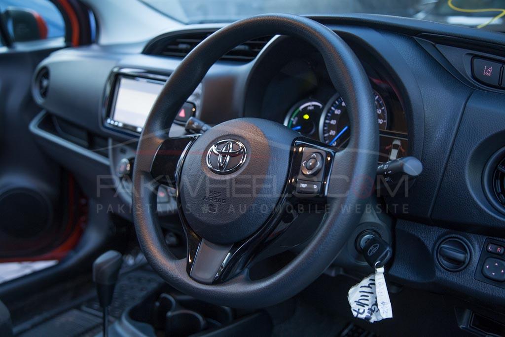2017-toyota-vitz-hybrid-pakwheels-29