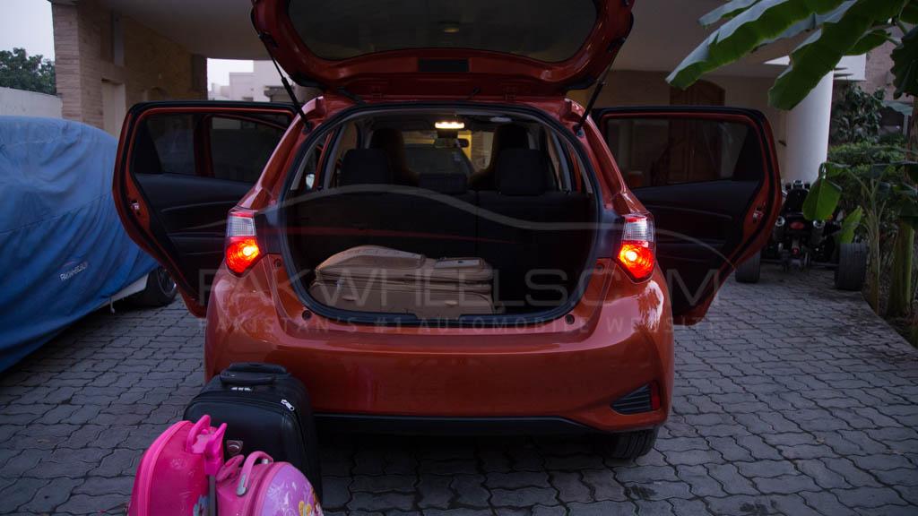 2017-toyota-vitz-hybrid-pakwheels-46a