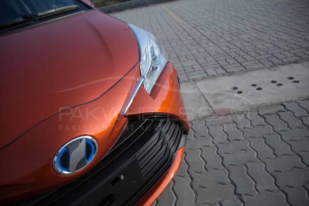2017-toyota-vitz-hybrid-pakwheels-9