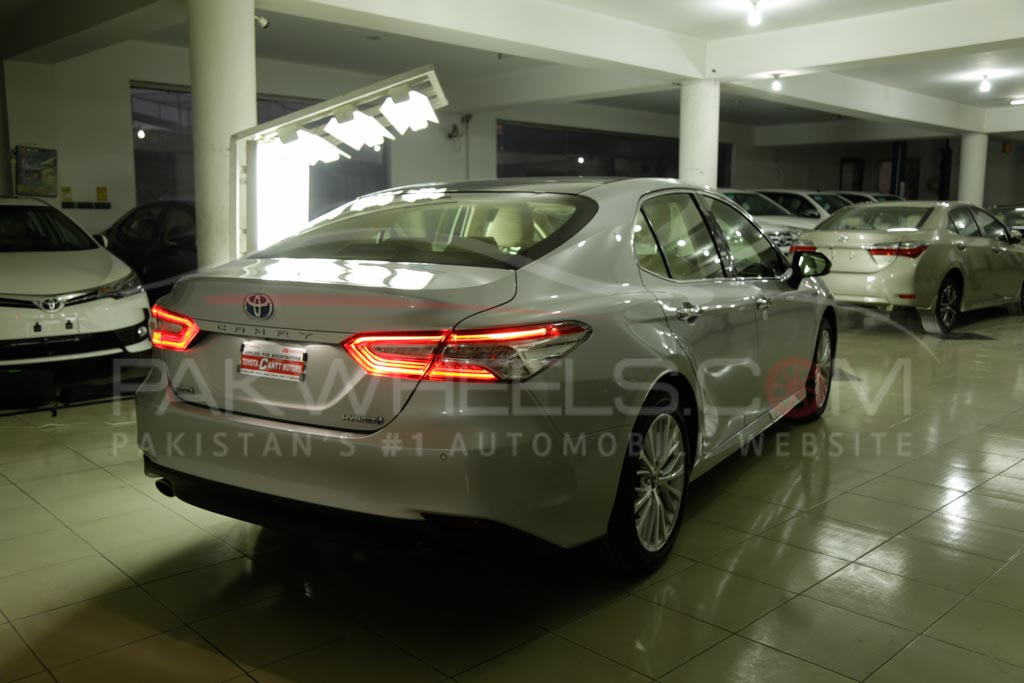 2018 Toyota Camry PakWheels Exclusive (17)