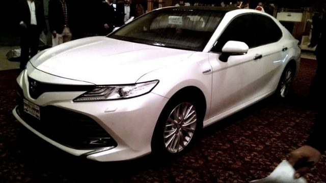 2018-toyota-camry-hybrid-soft-launch-1