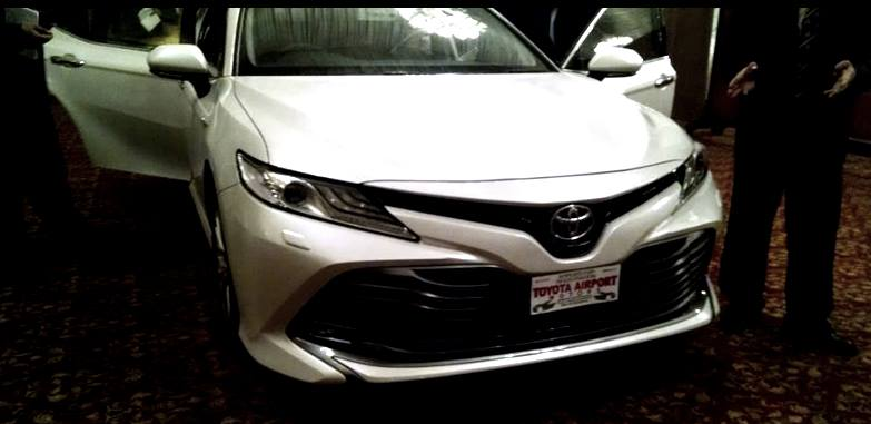 2018-toyota-camry-hybrid-soft-launch-2