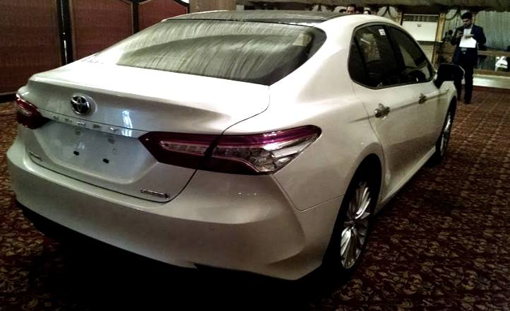 2018-toyota-camry-hybrid-soft-launch-3