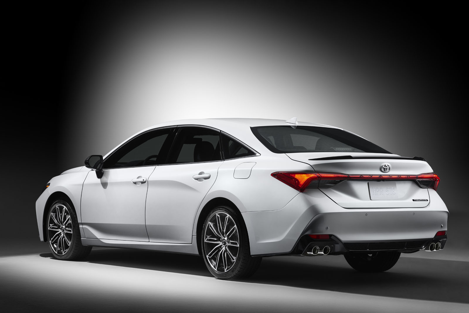 Premium style and luxury - All-new 2019 Toyota Avalon ...