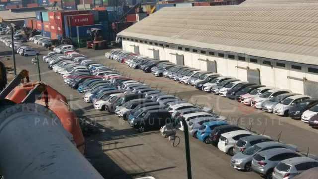 cars stuck at karachi port (1)