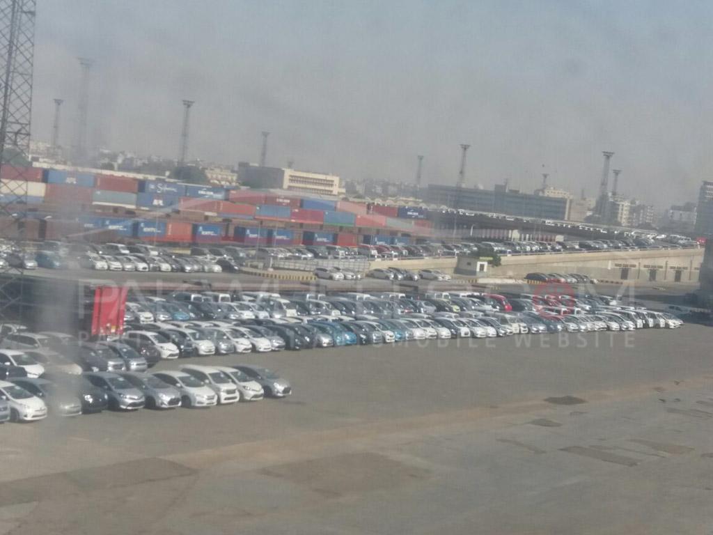 cars stuck at karachi port (3)