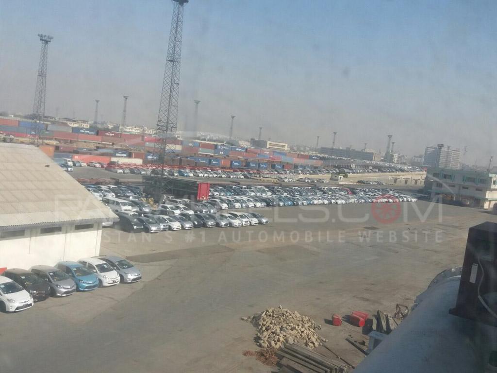 cars stuck at karachi port (4)