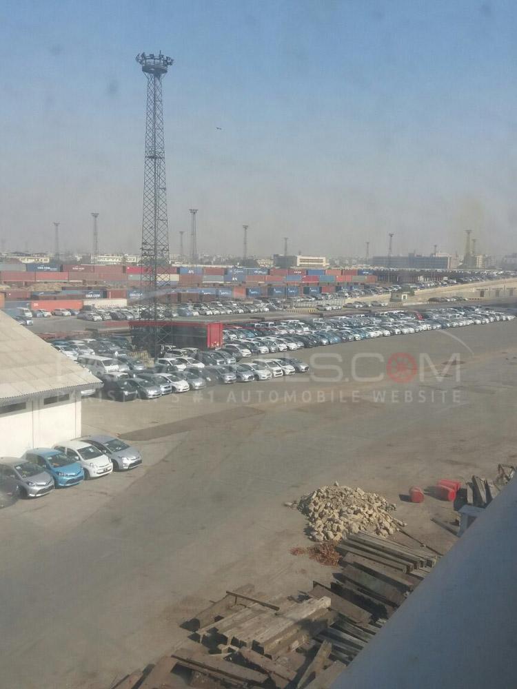 cars stuck at karachi port (5)