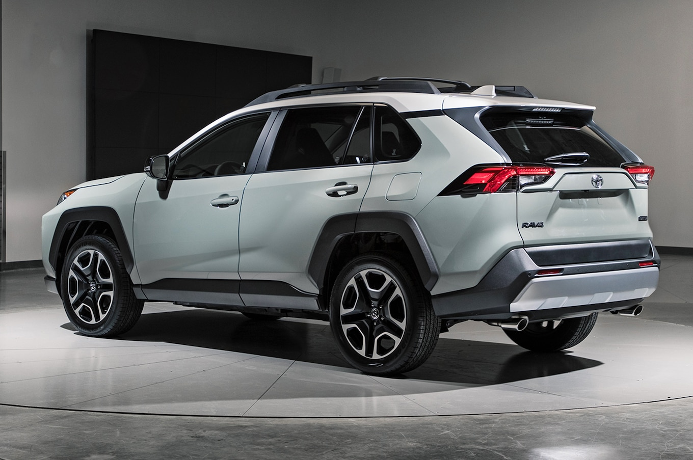 2019-Toyota-RAV4-rear-three-quarter-01-1