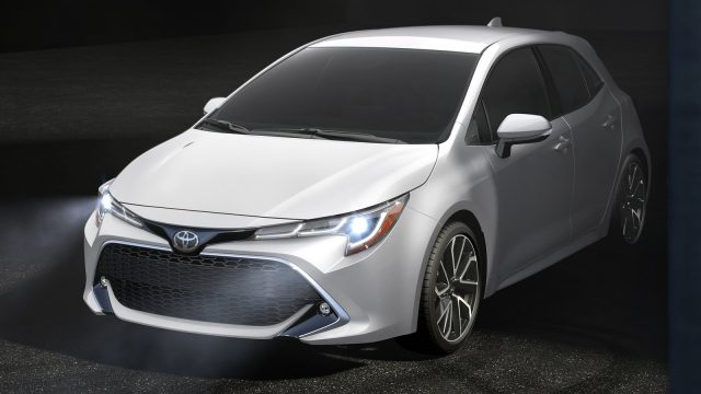 Toyota-Corolla_Hatchback-2019-1600-04