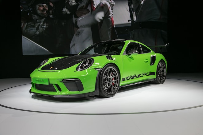 2019-Porsche-911-GT3-RS-front-three-quarter-02