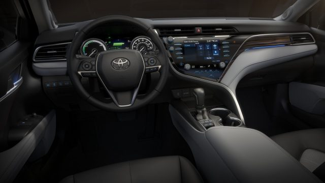 Toyota-Camry-2018-1600-49