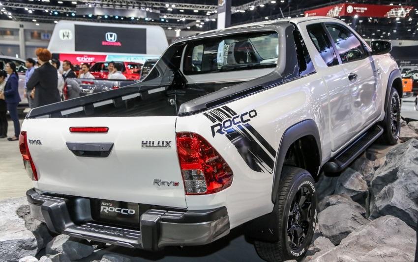 Toyota Revo Rocco (5)