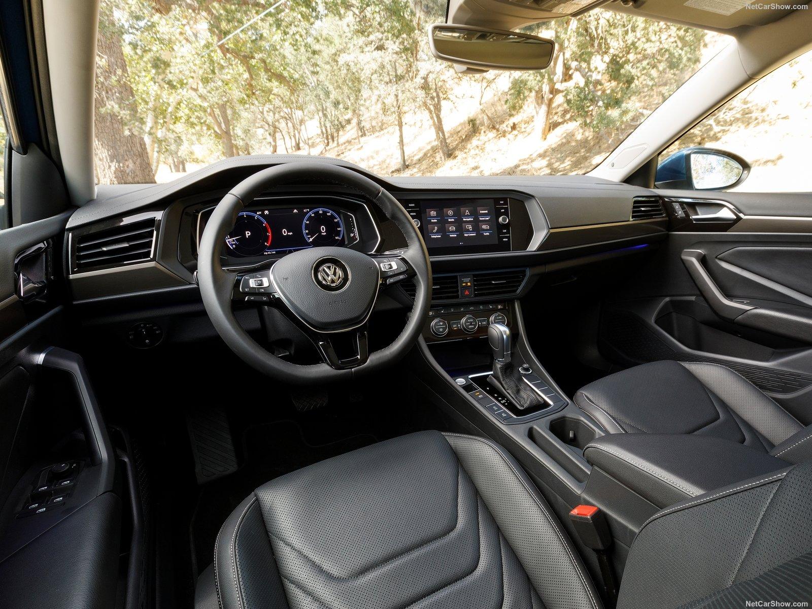 Volkswagen-Jetta-2019-1600-10