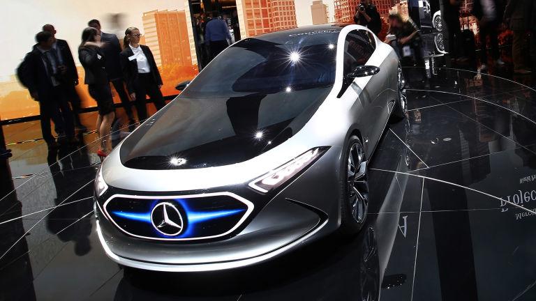 Mercedes benz to build a tesla rival pakwheels blog for Mercedes benz build a car