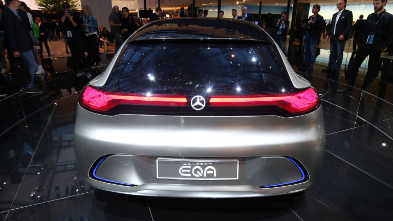 Mercedes benz to build a tesla rival news articles for Mercedes benz compact car