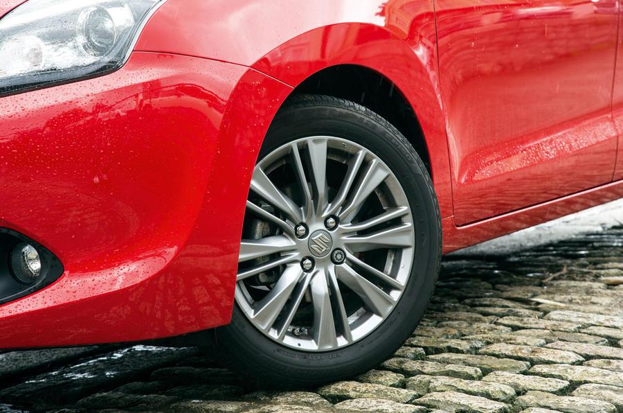 suzuki-baleno-alloy-wheels