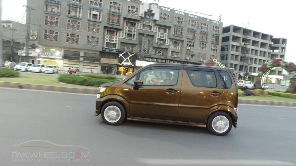2017 Suzuki Wagon R FZ Hybrid PakWheels (67)