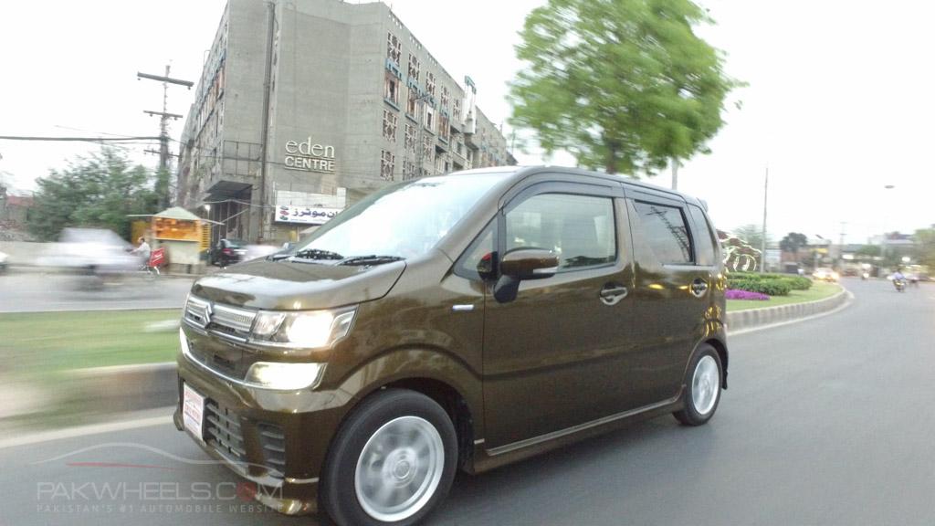 2017 Suzuki Wagon R FZ Hybrid PakWheels (69)