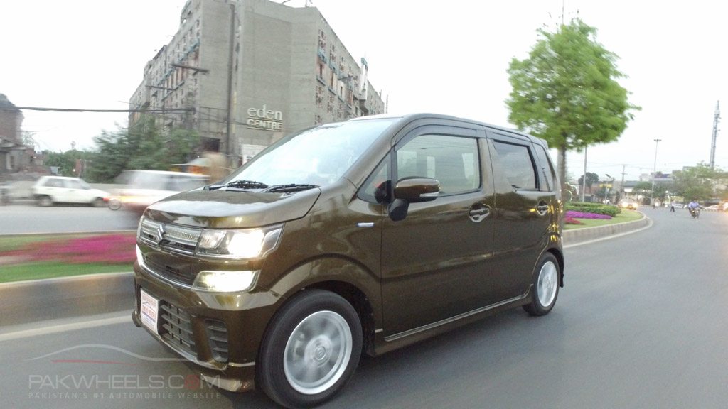 2017 Suzuki Wagon R FZ Hybrid PakWheels (70)