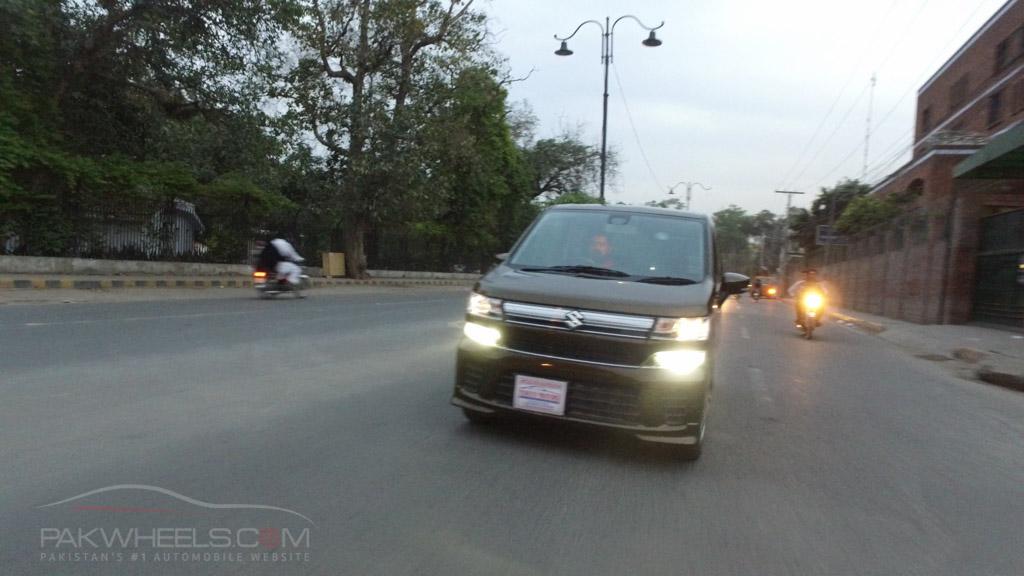2017 Suzuki Wagon R FZ Hybrid PakWheels (81)