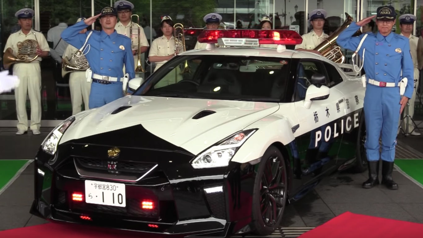 Japanese police force receives GT-R 2