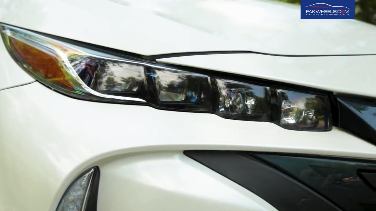 2017 Toyota Prius Prime PHV Hybrid PakWheels Review (1)