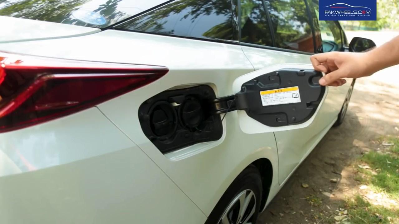 2017 Toyota Prius Prime PHV Hybrid PakWheels Review (14)