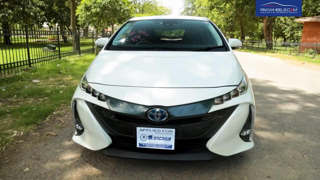 2017 Toyota Prius Prime PHV Hybrid PakWheels Review (17)