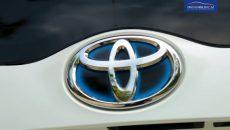 2017 Toyota Prius Prime PHV Hybrid PakWheels Review (34)