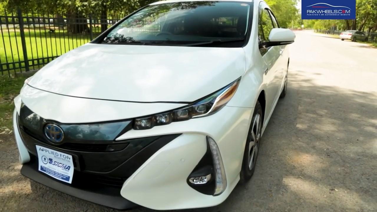2017 Toyota Prius Prime PHV Hybrid PakWheels Review (4)
