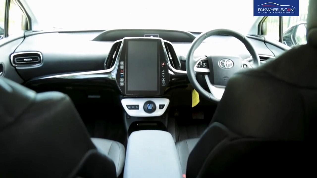 2017 Toyota Prius Prime PHV Hybrid PakWheels Review (43)