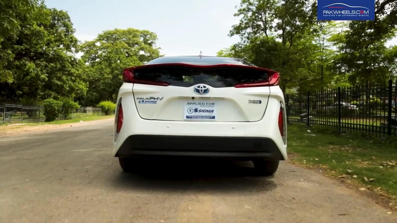 2017 Toyota Prius Prime PHV Hybrid PakWheels Review (5)