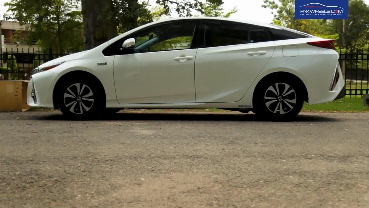 2017 Toyota Prius Prime PHV Hybrid PakWheels Review (6)