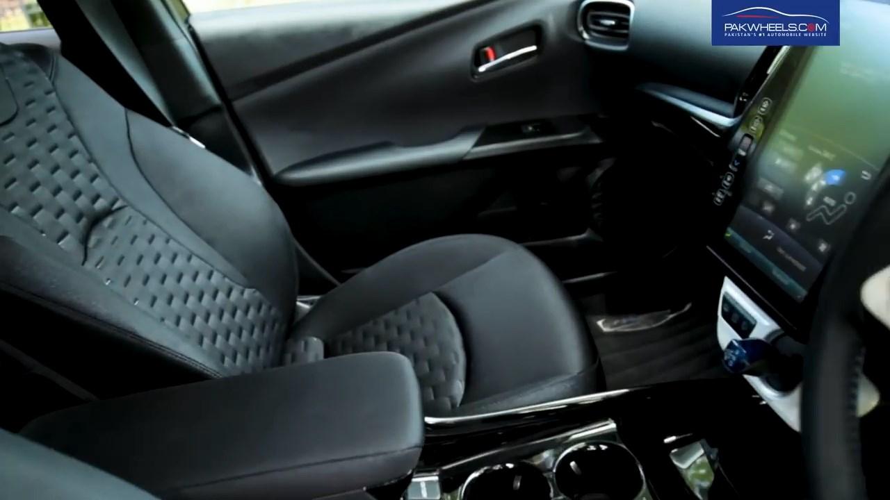 2017 Toyota Prius Prime PHV Hybrid PakWheels Review (60)