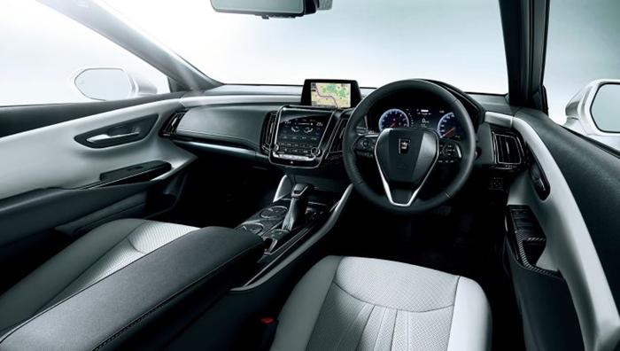 2018-Toyota-Crown-cabin-750x424