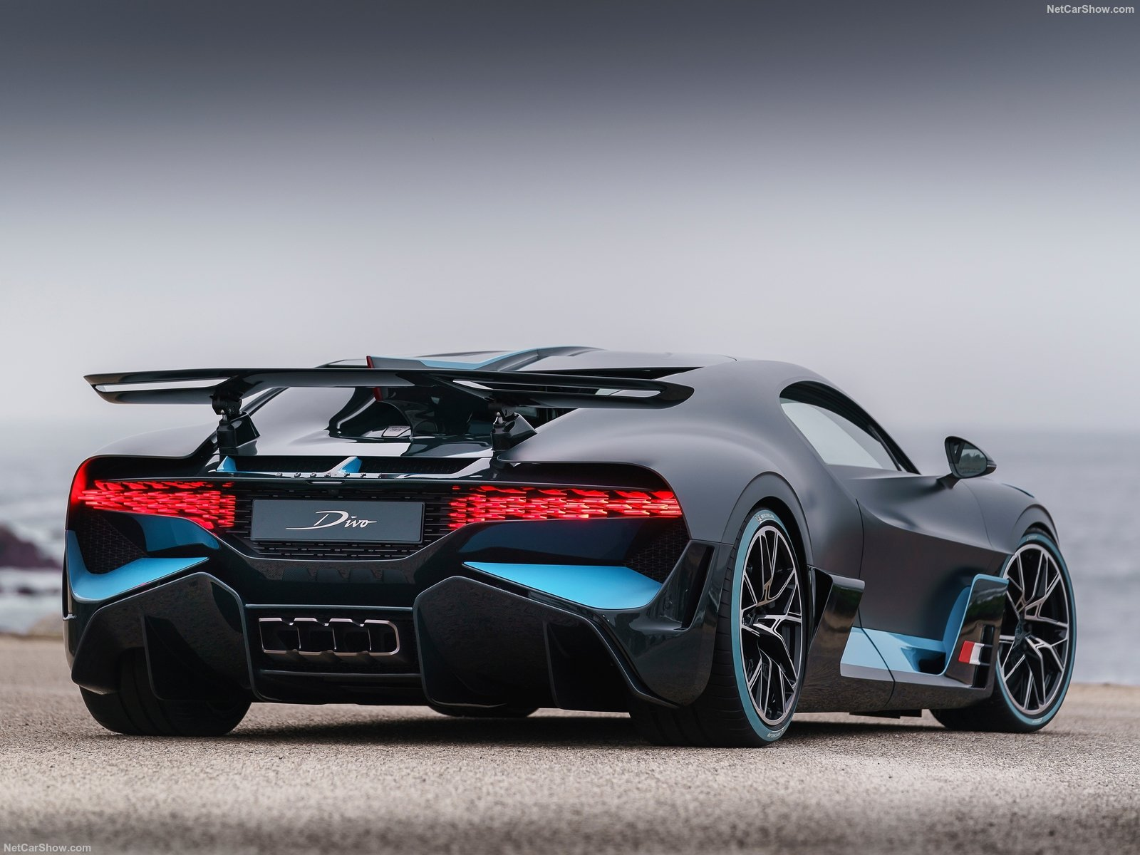 Bugatti Divo 2019 A 5 Million Track Focused Hypercar Pakwheels Blog
