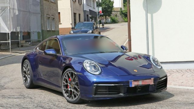 Porsche-911-2020-spied-without-camouflage-2