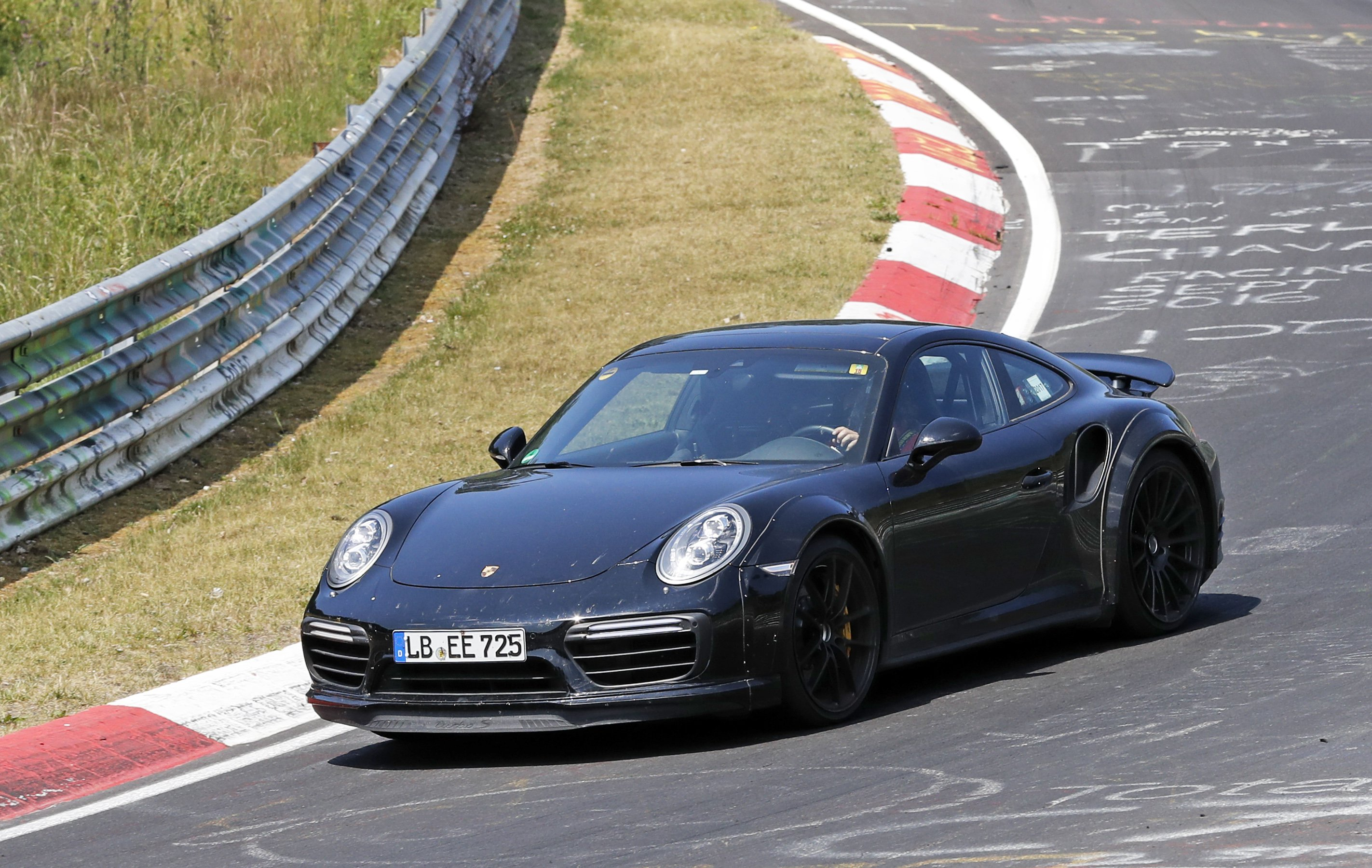 Porsche 911 2020 spied without camouflage 7