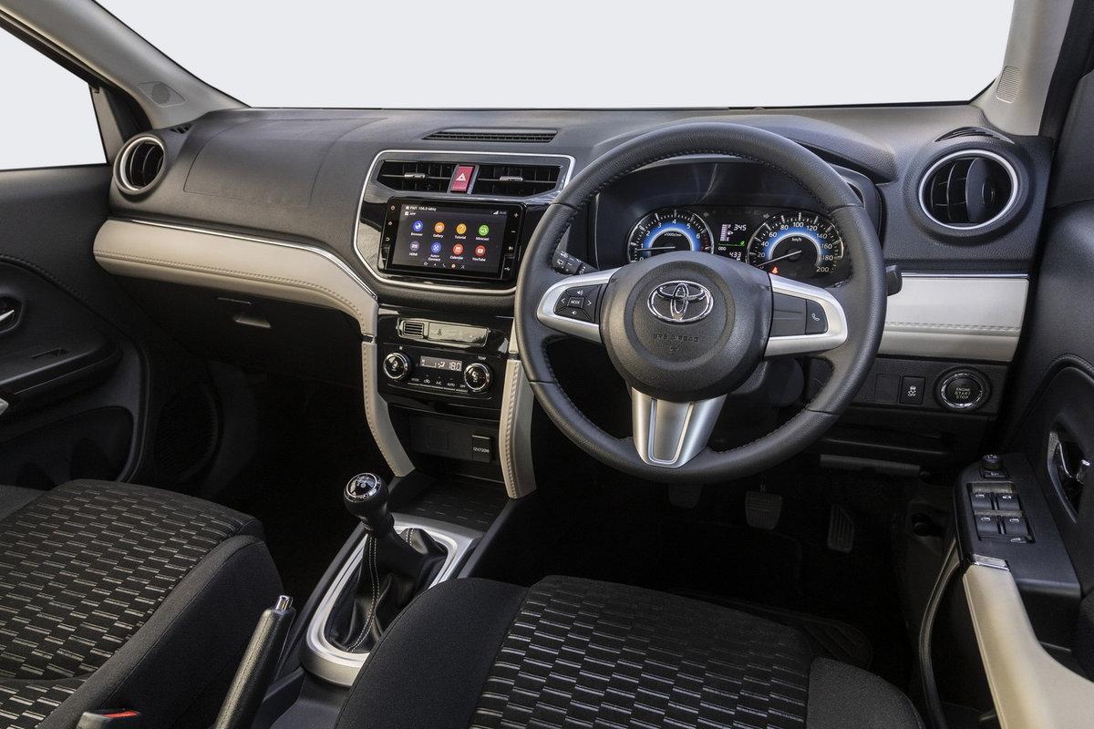 Toyota Rush 2018 (6)